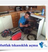 Tıkalı mutfak lavabosu açan tesisatçı