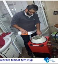 Petek temizliği yapan tesisatçı