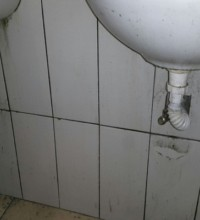Lavabo altından su damlıyor